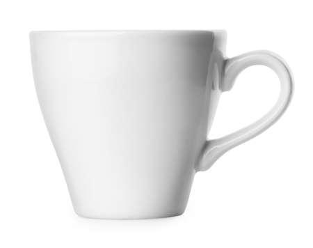 taza cafe: peque�a taza blanca cl�sica para caf� espresso aislado en el fondo blanco