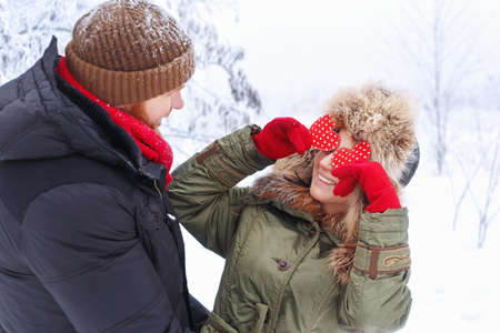 couple winter: funny couple in winter outdoors