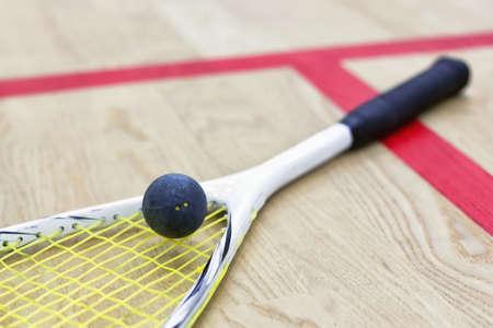 racquetball: Raqueta de squash y pelota Foto de archivo