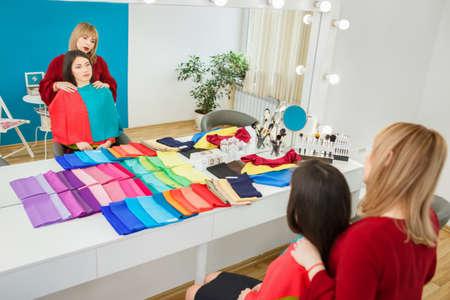 stylist working with girl Stockfoto