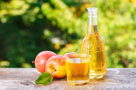 appelcider of sap op natuurlijke achtergrond Stockfoto