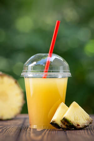 pineapple juice in disposable plastic cup Stockfoto
