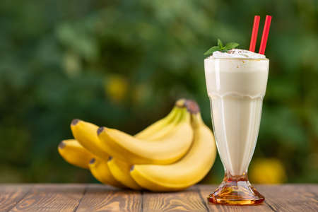 milkshake in glass with natural background Zdjęcie Seryjne - 129959535