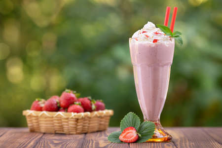 strawberry milkshake in glass Stockfoto