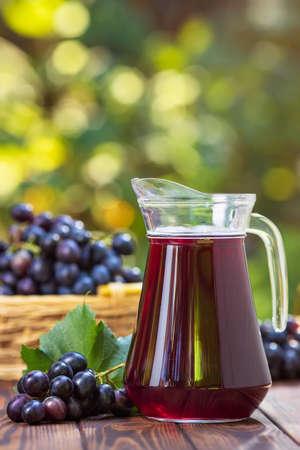 grape juice in glass jug Zdjęcie Seryjne - 129959920