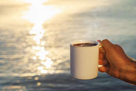 male hand with mug of coffee Zdjęcie Seryjne