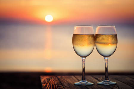 two glasses of wine Zdjęcie Seryjne - 156343905