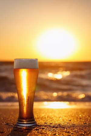glass of beer with foam Zdjęcie Seryjne