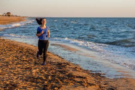 Fitness woman running on the beach Zdjęcie Seryjne