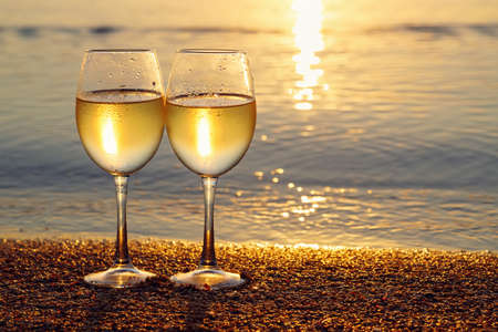 two glasses of wine Zdjęcie Seryjne - 156551979