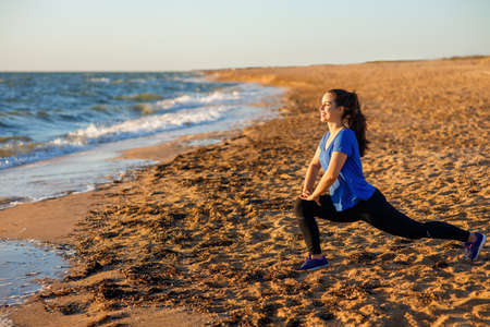 fitness woman doing lunge exercises