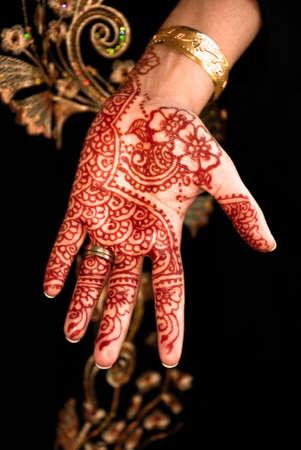 hindues: Henna hermosa, Mehendi en cambio novias Foto de archivo
