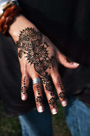 tatto: Henna tatto on womans hand trendy floral design