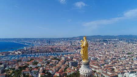 ノートルダム ド ラ ガルド大聖堂マルセイユでの空撮 写真素材