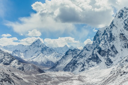 Snow mountain peaks. Panoramic view of Himalaya mountain. Way to Everest base camp, Khumbu valley, Sagarmatha national park. Stock Photo - 90358480