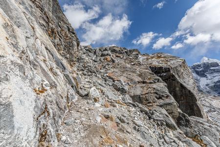 青空と山の風景のパノラマ ビュー