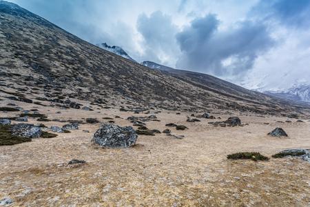 劇的な空と山の風景
