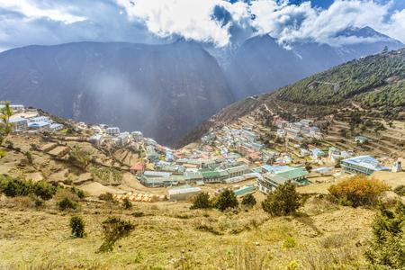 美しい自然と山村の風景。ヒマラヤ山、サガルマタ国立公園、ネパール。