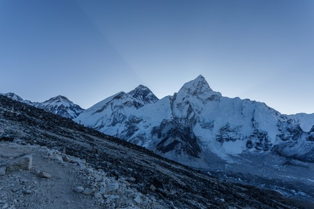美しい自然とエベレスト山の風景。ヒマラヤ山の景色、サガルマタ国立公園、ネパール。 写真素材