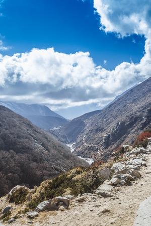 산, 히말라야 산 에베레스트베이스 캠프 트레킹 포리스트.