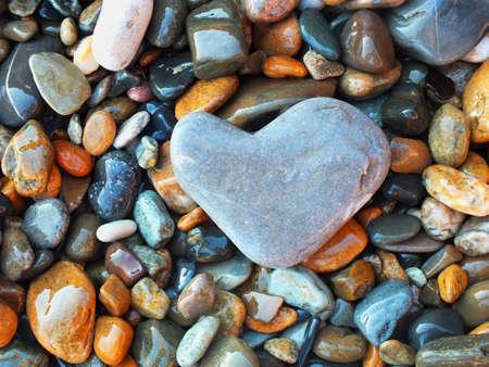 海のビーチで石の色
