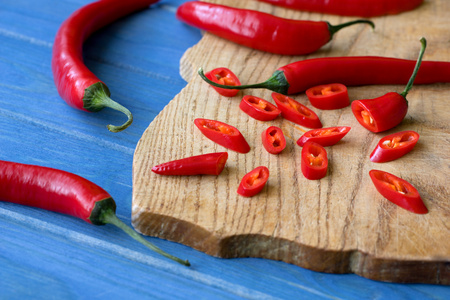 chopped red pepper on wooden plate Banco de Imagens