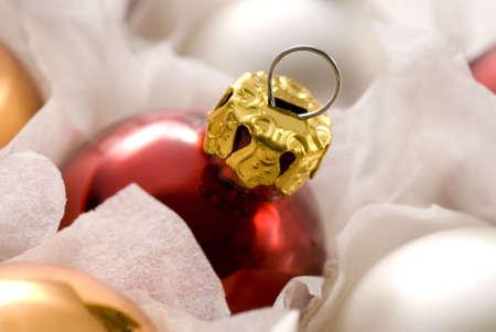 festones: Roja Navidad bolas en la casilla