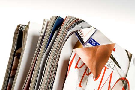 separacion de basura: arrugado revistas detalle