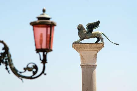 leon alado: el le�n alado s�mbolo de la antigua rep�blica de Venecia y una de las caracter�sticas de la l�mpara de la calle la Plaza de San Marcos