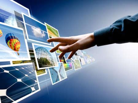 tecnologia: mano che arrivano fino a immagini in streaming dal profondo