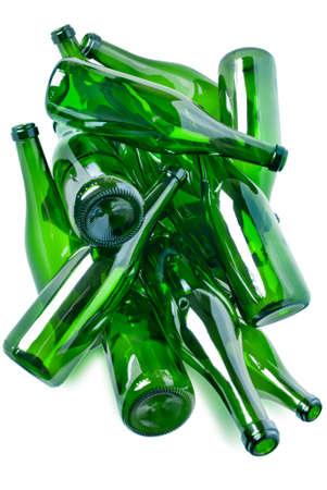 Heap grünes Glas-Flaschen bereit für das recycling isolated over white background Lizenzfreie Bilder