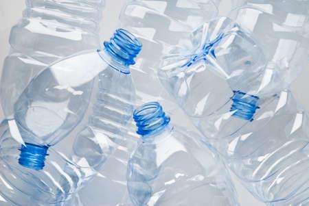 plastico pet: montón de botellas de plásticos vacías listos para reciclar Foto de archivo