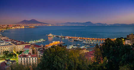 Naples, Italy. Beautiful sunset lights over the Naples' Bay with the marina in foreground and Mount Vesuvius far in the background. Standard-Bild