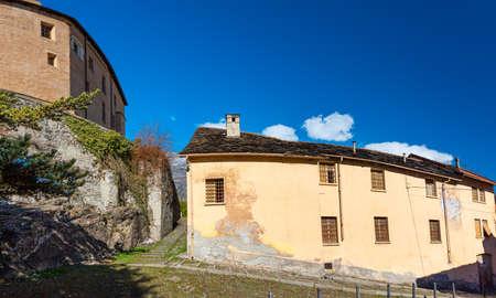 Susa, Italy. Februar 14th, 2021. Historic buildings along the Via degli Archi. Banque d'images