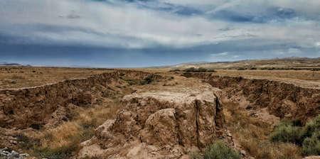 Une fissure dans la terre est le signe visible de la faille de San Andreas. Banque d'images - 43898454