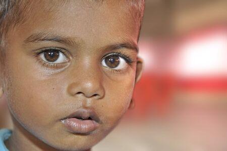 krottenwijk: Verschillende internationale organisaties ertoe bijdragen de kinderen in de sloppenwijken van Mumbai. Deze foto werd genomen in een vergadering waar de ouders praten over hun problemen. 18-10-2010.