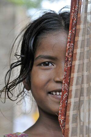 aborigen: Anantapur es una peque�a ciudad en el sur de la India. En este lugar rural, los ni�os viven en tugurios y ayudan a varias organizaciones internacionales. En realidad, estos ni�os y ni�as pueden ir a la escuela todos los d�as y los m�dicos visitan cada semana. 6-11-2010