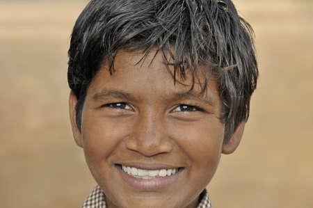 aborigen: En el sur de la India, los ni�os viven en tugurios y ayudan a varias organizaciones internacionales. En realidad, estos ni�os y ni�as pueden ir a la escuela todos los d�as y los m�dicos visitan cada semana. Una de estas organizaciones obtuvo una nominaci�n al premio Nobel