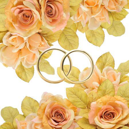 solemnity: Anelli d'oro tra i fiori, eleganza e glamour.