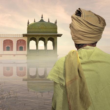 hombre pobre: Pobre hombre cerca de indio en la niebla.