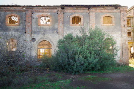 Facade with windows of an old abandoned factory in southern Spain Imagens