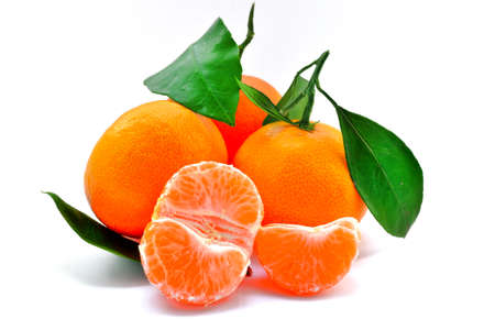 Heerlijke rode mandarijn op een witte achtergrond Stockfoto