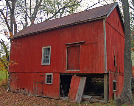 old red barn: Old red barn