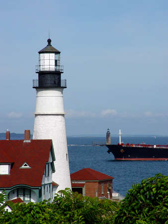 head light: Luz principal de Portland gu�a naves en Portland Harbor