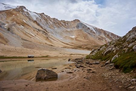 kyrgyzstan: Colored mountains in Kichik-Alai valley in Kyrgyzstan Foto de archivo