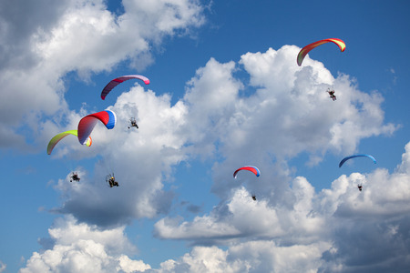 Paragliders in the sky. Russia Imagens