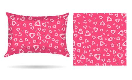 Cuscino decorativo con cuori federa in uno stile elegante e delicato su uno sfondo rosa. Isolati su bianco.