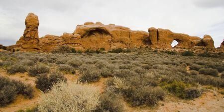 アーチーズ国立公園、ユタ州、アメリカ合衆国での岩のアーチします。