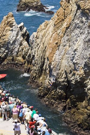 Cliff diving cliffs of Acapulco Imagens