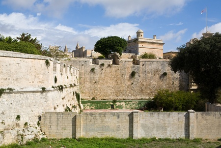 enclosing: Mura della citt� protegge l'antica citt� di Medina, Malta nel Mediterraneo